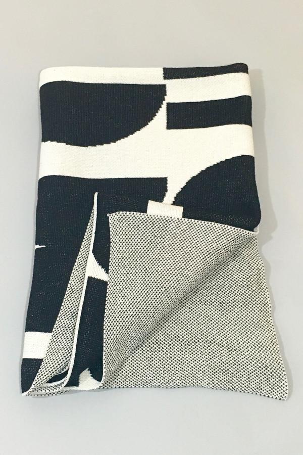Aelfie Maude Throw Blanket - black/white