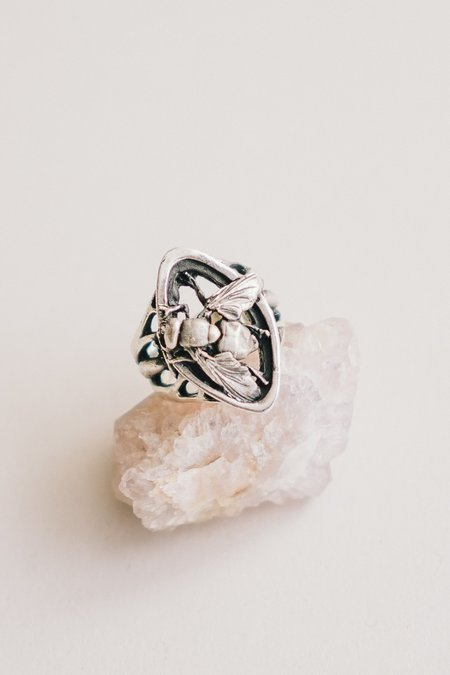 Theeth Fly Navette Ring