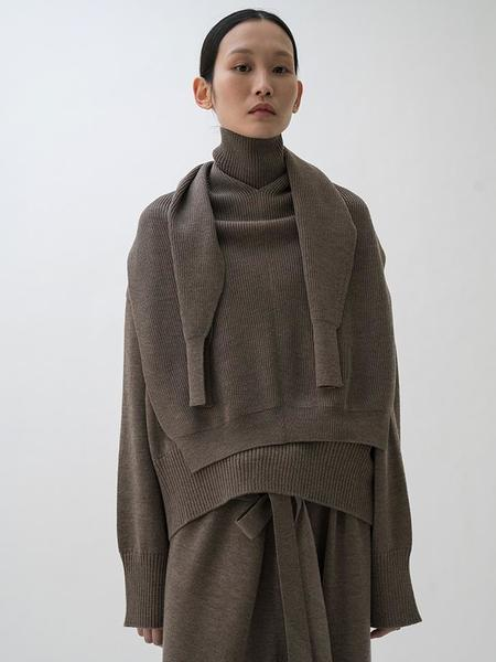 Le 17 Septembre Pullover and Muffler Set - Brown