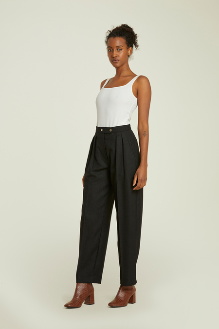 ATHENA NEWTON Relaxed-fit lightweight linen pants - black