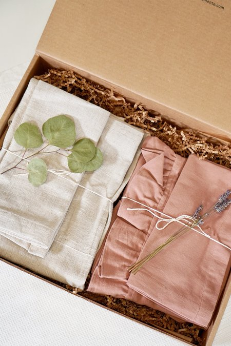 a mente apron and dish cloth gift set
