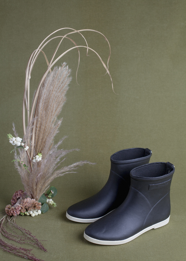 Alice + Whittles Rubber Boot - Black on White