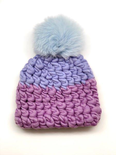 Kids Mischa Lampert iris XL pom color block beanie - baby blue/lilac