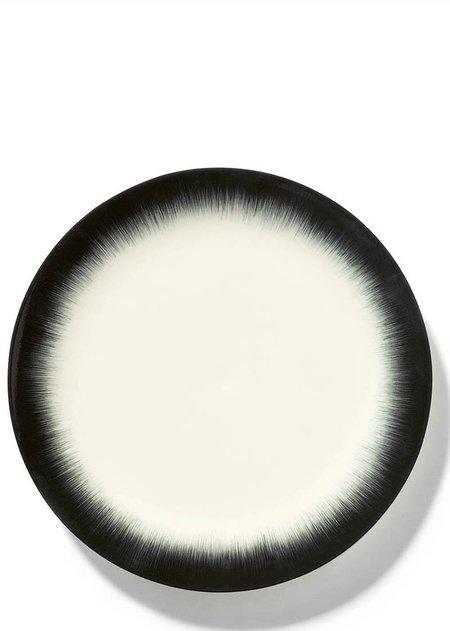 Ann Demeulemeester x Serax 28 cm Var 4 Plate - Off-White/Black