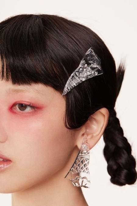 YVMIN Transparent resin broken triangle earrings - Silver
