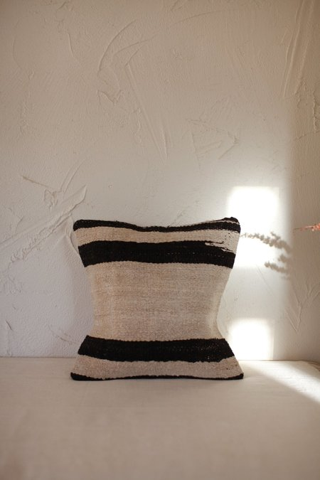 nomad collective Kilim Stripe Pillow - natural/black