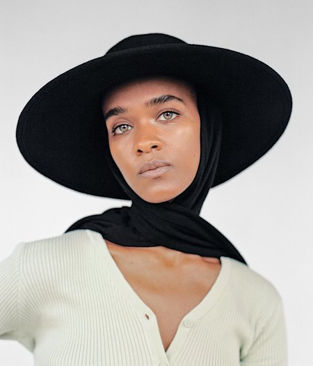 Clyde Pearl Wool Hat w. Neck Scarf - Black
