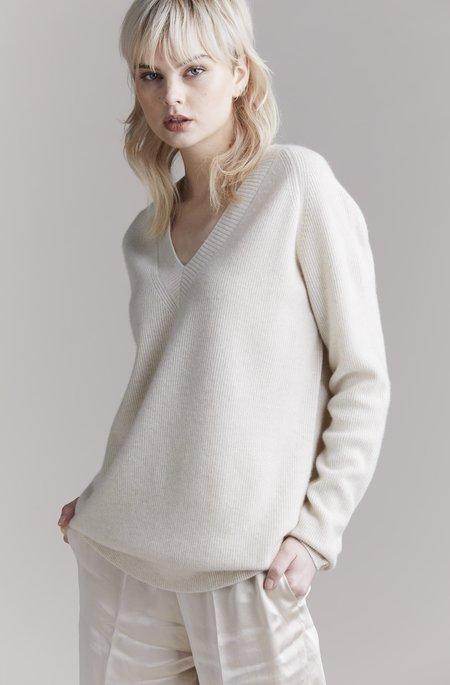 Laing Home Graydon Ribbed Cashmere V-Neck Sweater - Cream Marle