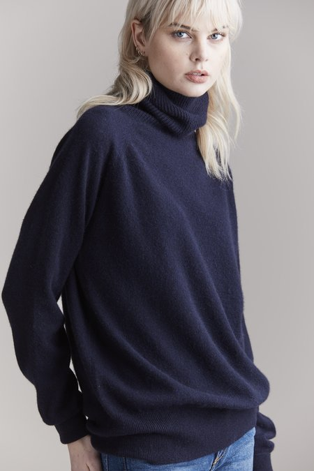 Laing Home Hemingway Cashmere Roll Neck sweater - Ink
