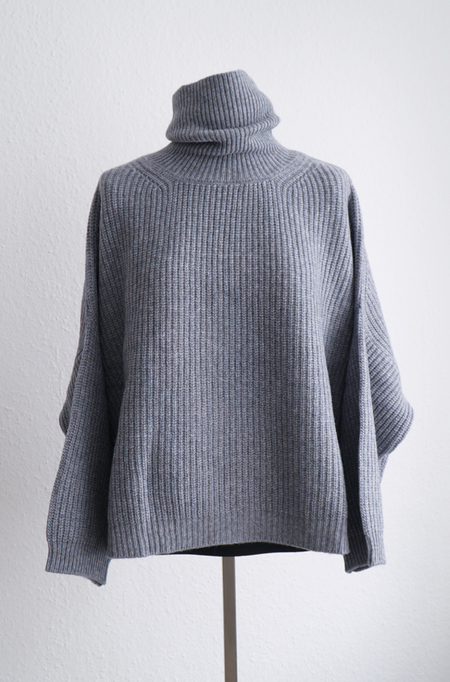 I love Mr Mittens Cashmere Cropped Jumper - Charcoal