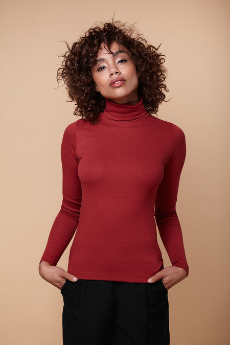 Amanda Moss Brigid Turtleneck (Red)