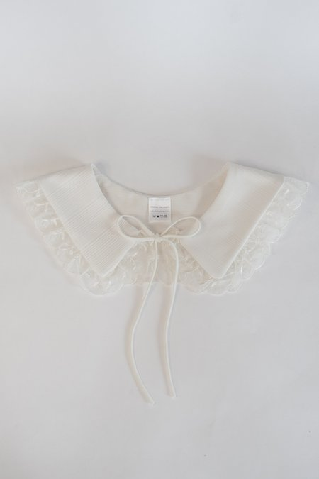 Serena Orlando Small Collar - White