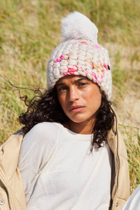 Mischa Lampert XL pom twombly beanie - Nude/pink