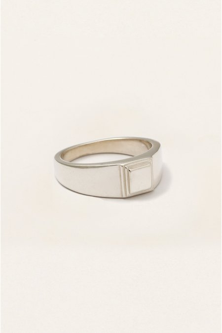The Silver Stone STEPPED SIGNET RING - Silver