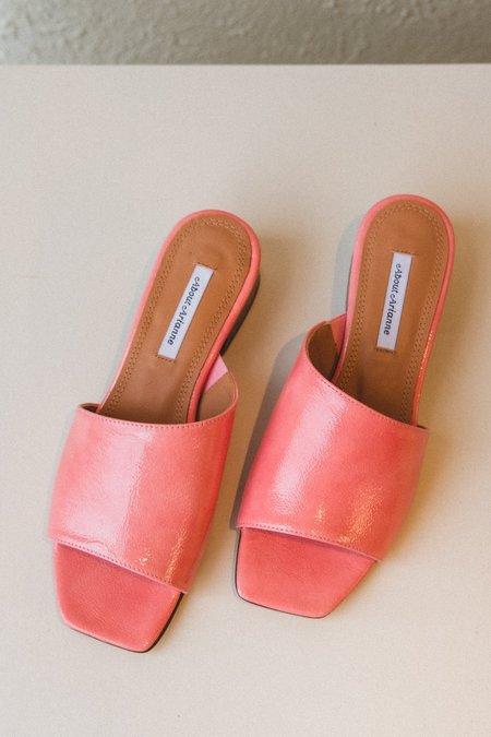 About Arianne MEL block heel slide - DAHLIA