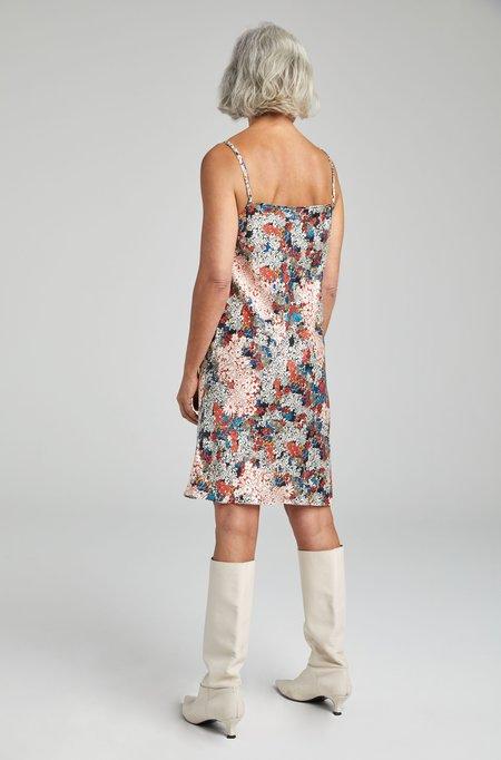 Silk Laundry STRAIGHT NECK DRESS - GARDEN PARTY