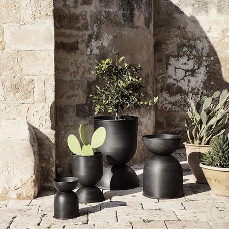 Ferm Living Hourglass Pot - Black