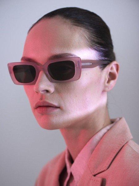 CARLA COLOUR Kenzie Sunglasses - Neutron