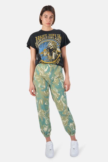 MadeWorn Rock Janis Joplin In Concert 1969 T-Shirt - Coal Pigment