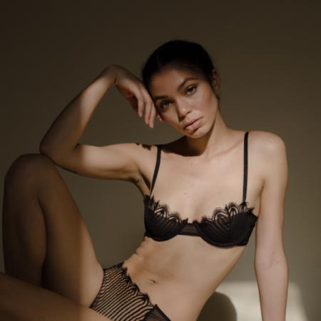 Taryn Winters: Camille Demi Bra - Nuit