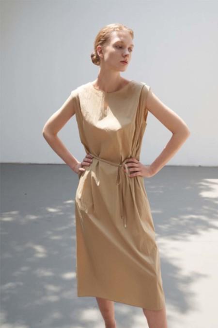 a mente Double pintuck sleeveless tie waist midi dress - Latte