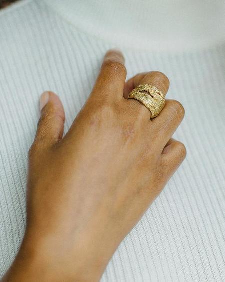 UNISEX salt grass Tomboy ring - brass