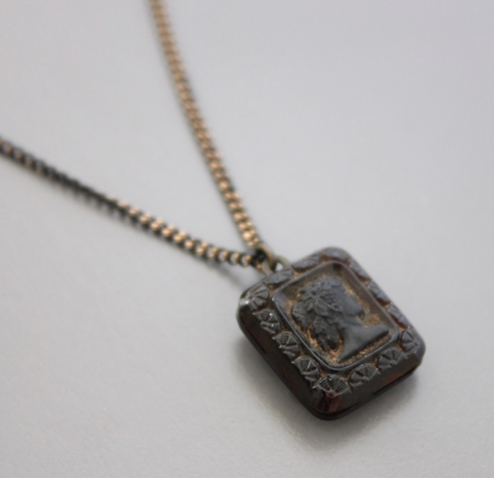 David Aubrey Vintage Glass Cameo Necklace - brass