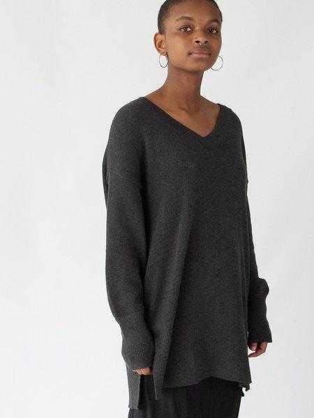Erica Tanov fine knit cotton v-neck top - charcoal