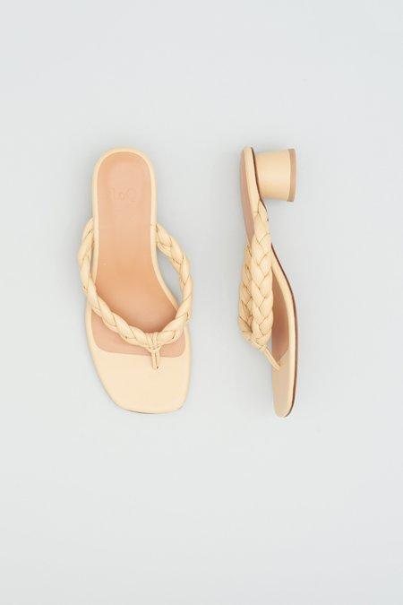 LOQ Luz Sandals - Turrón
