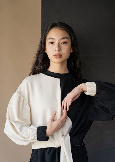 Vestige Story Kindred Sweatshirt - Black / cream