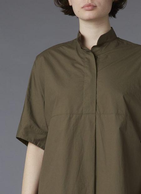 GREI. BANDED COLLAR SHIRT DRESS - MILITARY