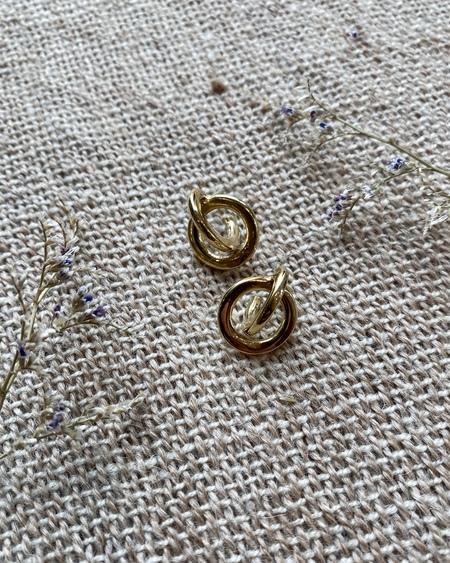Odette New York Coque Earrings - Brass