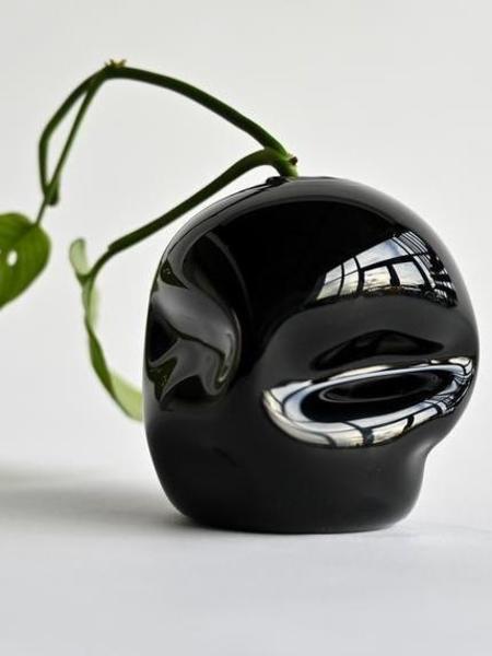 Goodbeast Pebble Bud Vase - Black