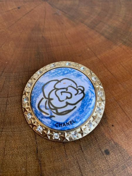 [Pre-loved] chanel Floral Rhinestone Brooch