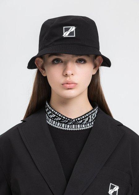 we11done Square Logo Bucket Hat - black
