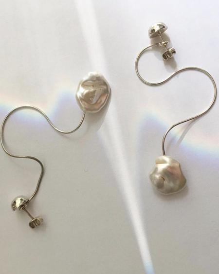 YUNN Pisar Pearl Earrings