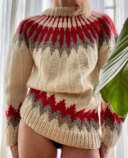 VINTAGE Icelandic Handknit Arrow Wool Sweater - cream/red/grey