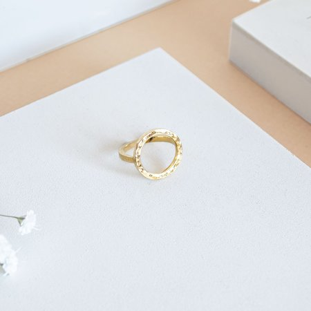 The CANO Shoe PAULA Gold Ring Hammered