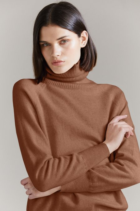 Laing Home Ashwell Cashmere Roll Neck - Whiskey