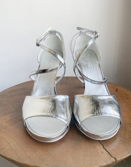 Pre-loved chanel METALLIZED sTRAPPY HEELS - silver