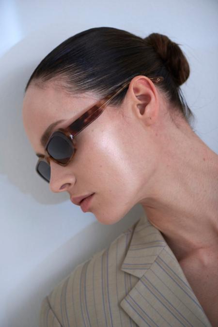 CARLA COLOUR Ovale Sunglasses - Ombre/Heart