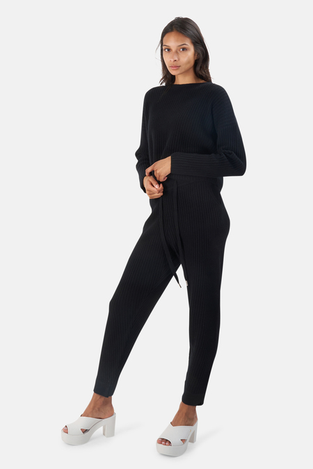 The Tile Club Chase Crop Sweater - Black