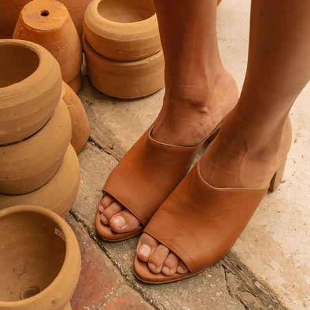 The CANO Shoe MARISOL Mule - Cognac