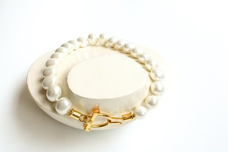 Pre-loved Butter Oversized Pearl Necklace - White/Gold