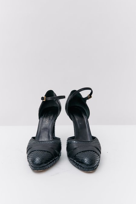 pre-loved Valentino Embossed Leather Pumps - black