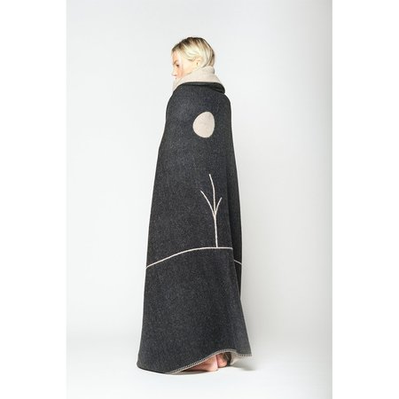 BLACKSAW Midnight Sun Reversible Throw Blanket - black/natural