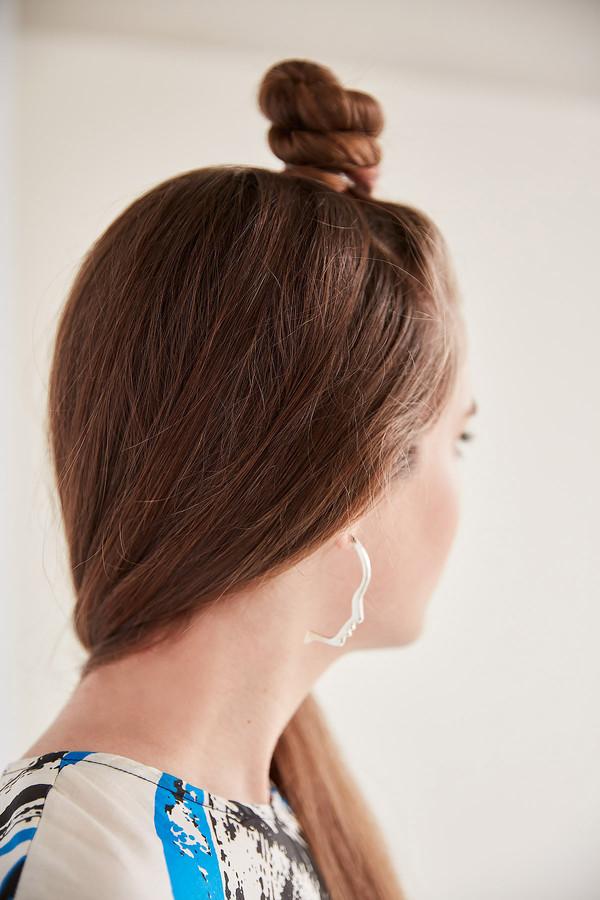 Lady Grey Silhouette Earring (Silver)