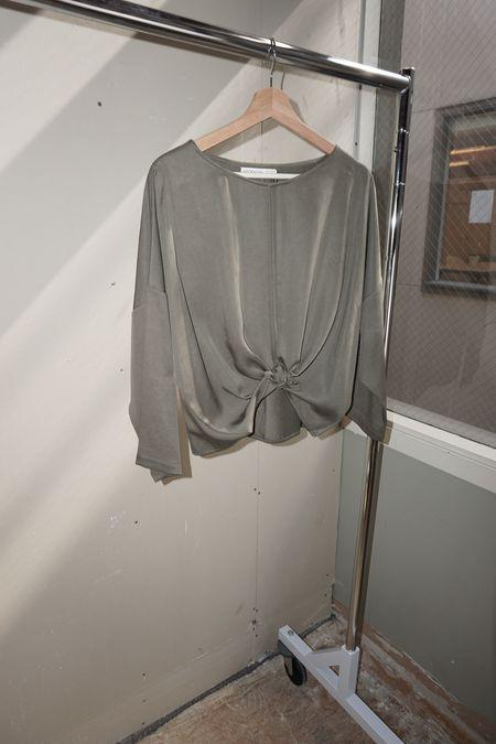 [pre-loved] Hackwith Design House Split Hem Cropped Long Sleeve Top - Gray