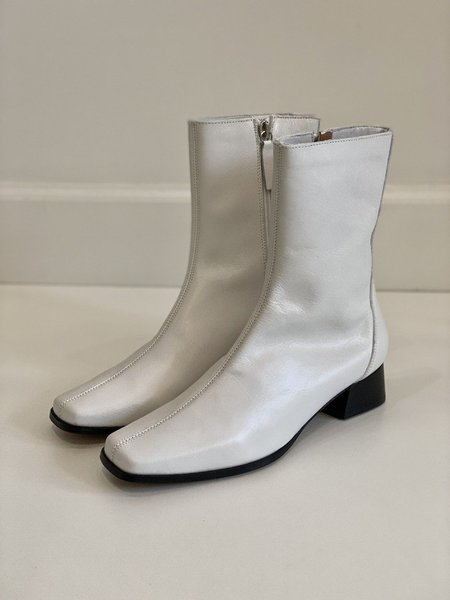 About Arianne Marion Boot - White