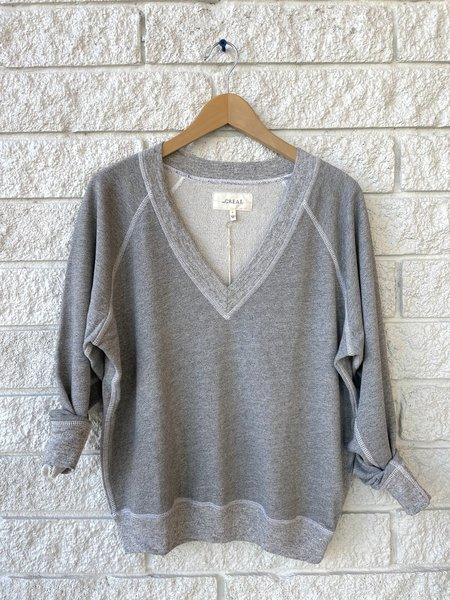 The Great. The V-Neck Sweatshirt - Varsity Grey